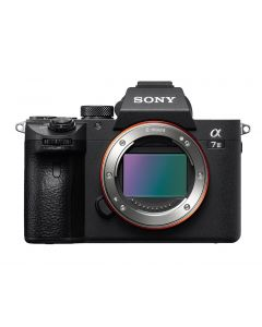 Sony α7R IV 35mm full-Frame Camera (ILCE-7RM4) + Memory Card 16GB + Bag